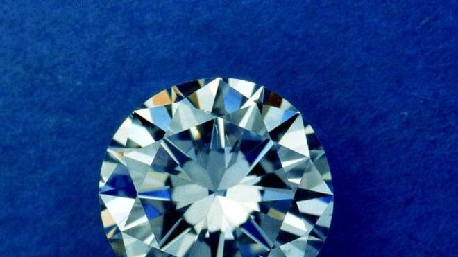 Un voleur avale un diamant, la police guette sa sortie