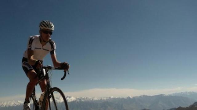 L'ascension à vélo du plus haut col routier du monde