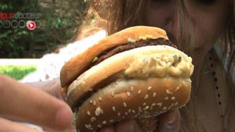 Etats-Unis : un hamburger et au lit !