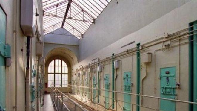 """Selon le document, 80 à 90% des 74 détenus qui s'y trouvaient au 30 mars 2015 """"relèveraient de l'hôpital psychiatrique"""" s'ils étaient libres."""