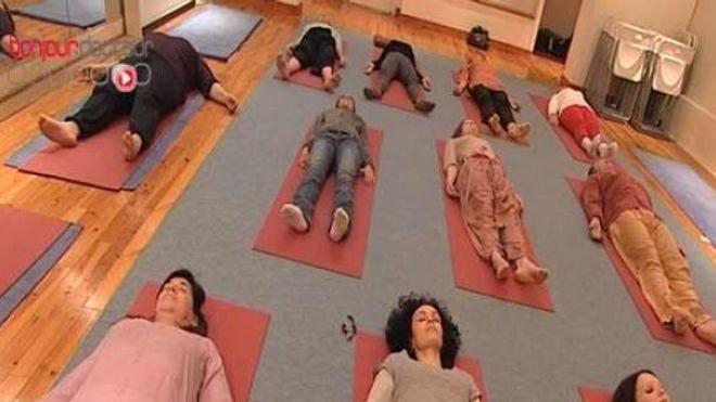 Le yoga réduit notre niveau de stress, la preuve par le sang