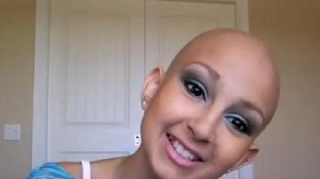 Les conseils beauté d'une jeune fille atteinte d'un cancer