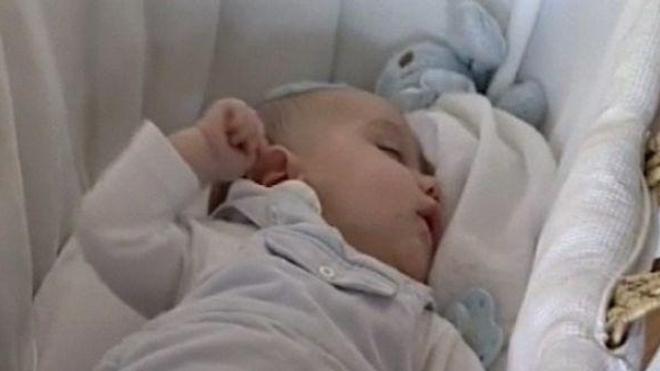 le couchage sur le dos a permis de réduire les cas de mort inattendue du nourrisson, mais provoque des plagiocéphalies.