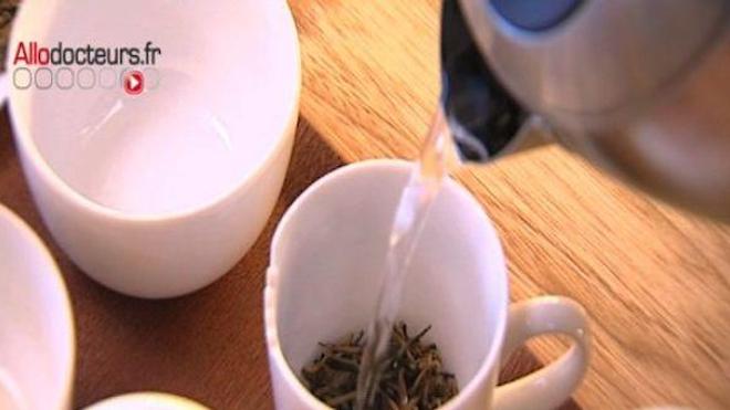Le thé vert, un allié contre les cancers du tube digestif ?