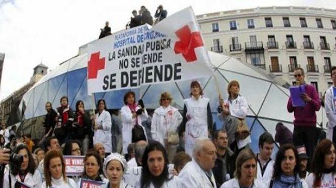 ''Marée blanche'' hier dans les rues de Madrid pour défendre la santé