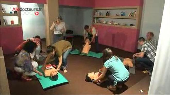 Comment pratiquer un massage cardiaque ?